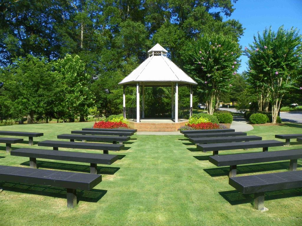 Offers a pastoral setting for your wedding ceremony in the middle of downtown Smyrna.