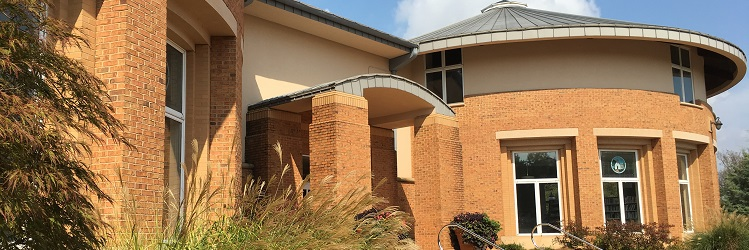 Smyrna Public Library - summer view - 750x250